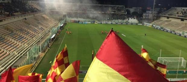 Tifosi del Lecce nella trasferta di Taranto.