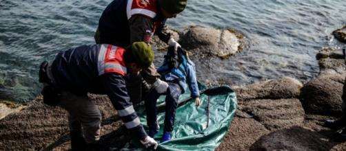 uno de los niños ahogados en el naufragio