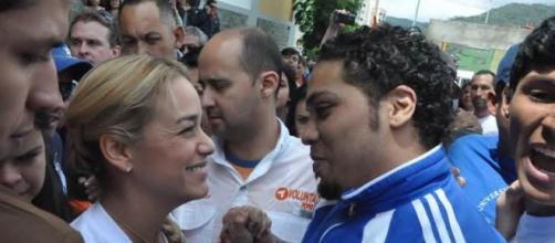 Villca Fernandez junto a Lilian Tintori
