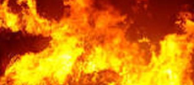 Calabria, terribile incendio autobus