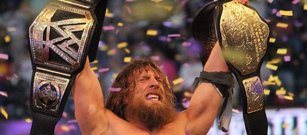 Daniel Bryan triunfando en el evento Wrestlemania