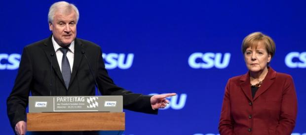Seehofer i Angela Merkel (APA/AFP/CHRISTOF STACHE)