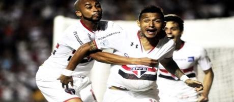 Rogério marca o gol do São Paulo