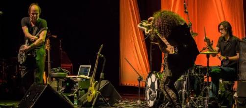 Adrian Belew e il suo Power Trio