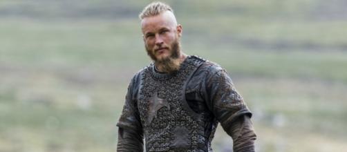 Travis Fimmel interpreta al héroe vikingo Ragnar