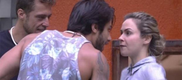 Ana Paula e Renan trocam farpas