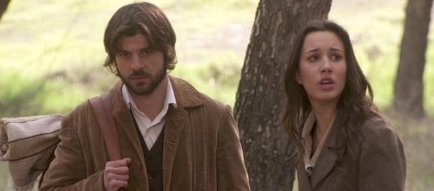 Aurora e Gonzalo leggono le lettere di Pilar