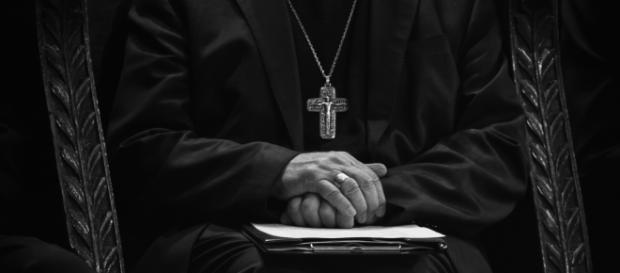 Come si pone la Chiesa verso i preti pedofili?
