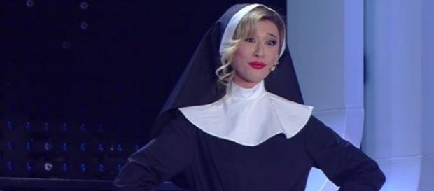 Virginia Raffaele - Belen in versione suora