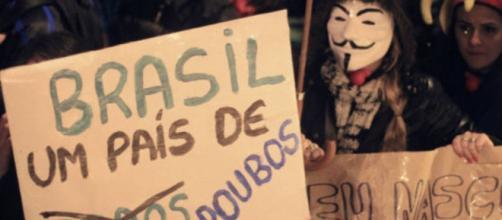 Em Porto Alegre um cartaz contra a corrupção