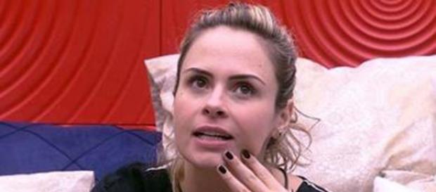 Ana Paula se dá mal ao tentar combinar votos