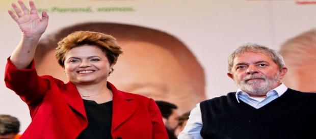 """Dilma aproveitou para elogiar """"liderança"""" de Lula"""