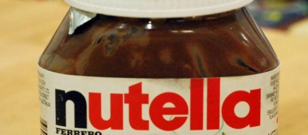 Un barattolo della crema di cioccolato e nocciole