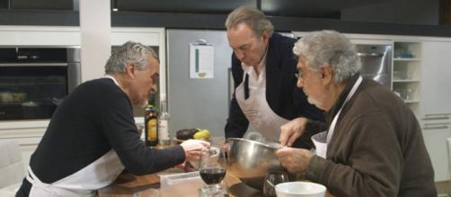 Plácido Domingo y Bertín Osborne cocinando.