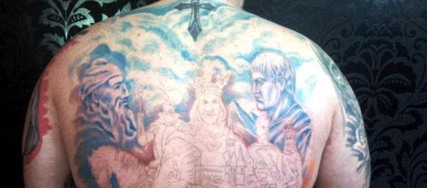 Și-a tatuat pe spate istoria neamului românesc