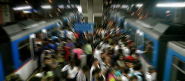 Tłum, metro, pociąg/www.pixabay.com
