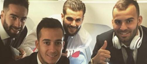 Carvajal, Lucas, Nacho y Jesé en el avión.