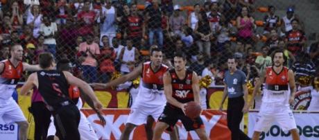 Vitória e Flamengo na partida do 1º Turno.