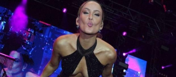 Claudia Leitte 'aborta' livro de R$ 356 Mil