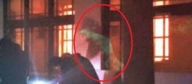 """Momento en que se fotografía la figura """"fantasmal"""""""