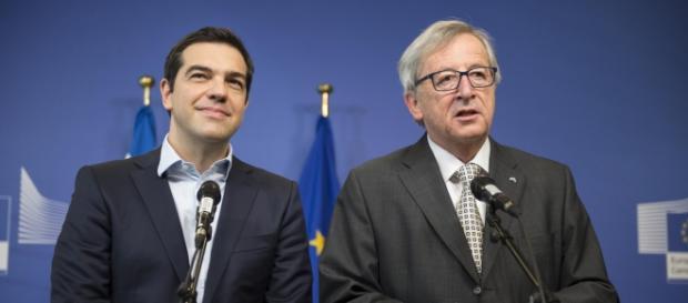 Tsipras e Juncker in una conferenza stampa