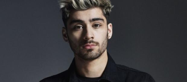 Zayn Malik cantou o seu novo single