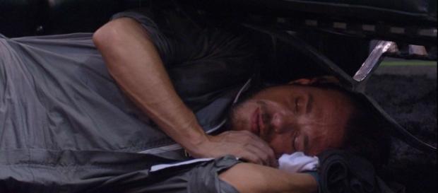 Participantes dormem durante prova de resistência