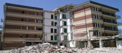 Casa dello studente all'Aquila distrutta dal sisma