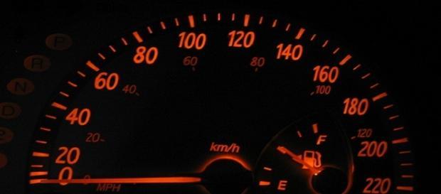 ¿Por qué bajar la velocidad contamina menos?
