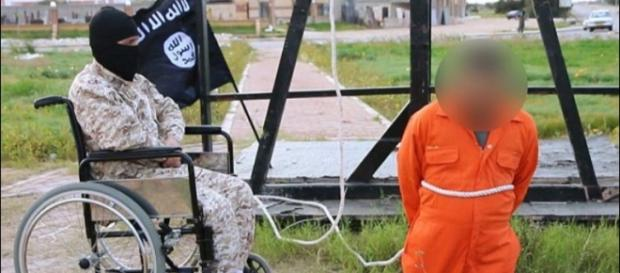 Soldado de cadeira de rodas executa refém líbio