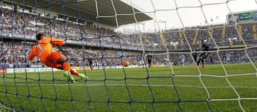 Parada de Kamení en un penalti a favor del Madrid.