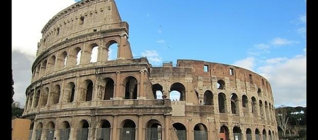 Coliseu, Roma - Símbolo da Política do Pão e Circo