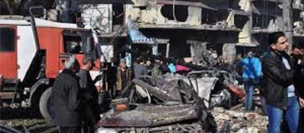 Due esplosioni causano morti e feriti ad Homs