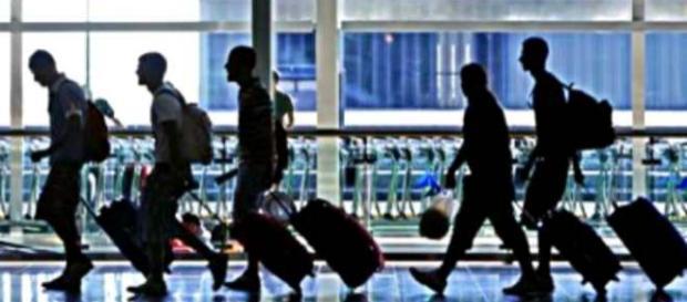 Jóvenes a punto de partir de su país