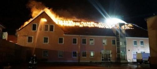 Los bomberos y el incendio del centro de Bautzen.