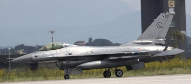 F16 in partenza dalla base militare di Birgi