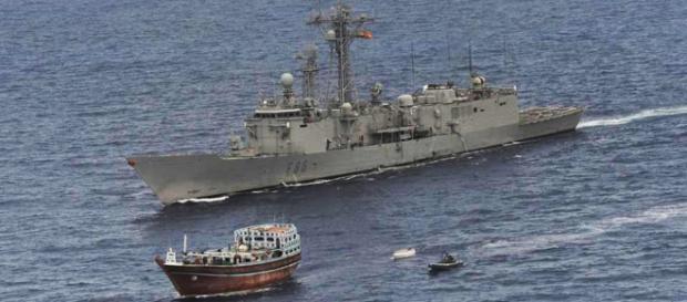 La fragata Navarra captura un dhow pirata.
