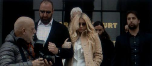 Kesha all'uscita del Tribunale, dopo il processo