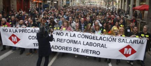 Los trabajadores manifestándose en Barcelona.