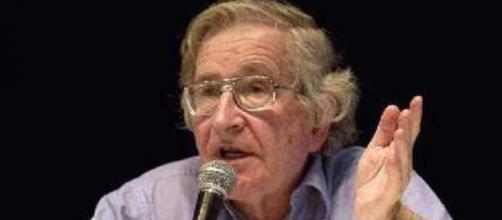 Noam Chomsky, el motivo de tan absurda polémica.