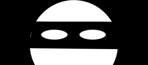 Banditi mascherati in fuga a Roma