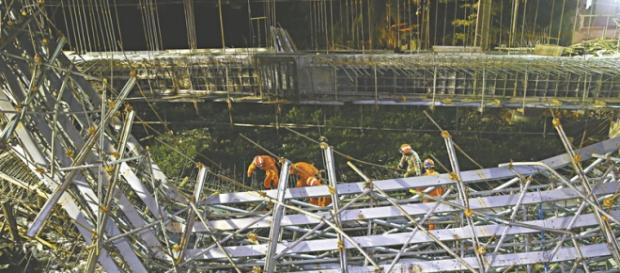 Ponte desaba e mata operários em Fortaleza