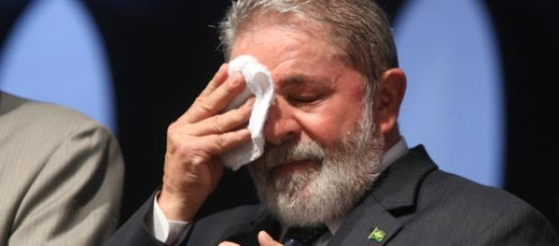 Segundo site, Lula está triste com investigações