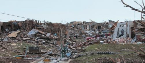 Zona residenziale distrutta dalla tempesta.