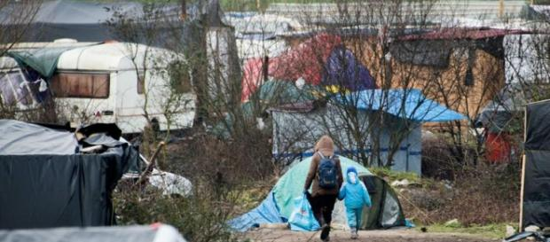 "Fotografie din ""Jungla"" din Calais, Franța"