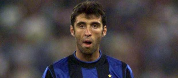 Hakan Sukur con la maglia dell'Inter