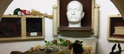 Tumba del dictador Benito Mussolini en Predappio.