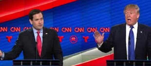 I candidati Trump e Rubio durante il dibattito
