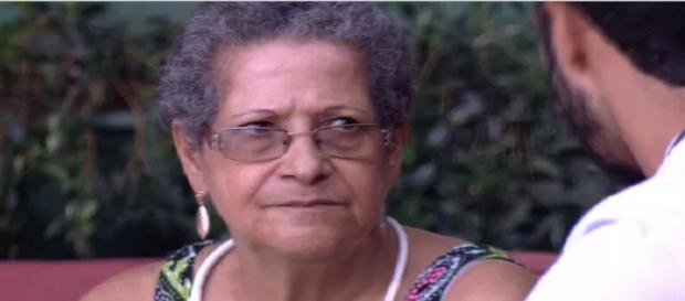 Matheus conversa com Dona Geralda
