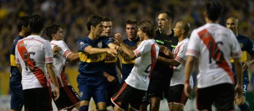 Boca Juniors vs River Plate enfrentandose
